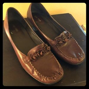 Shoes - Brown low heel loafer with floral design Sz 10